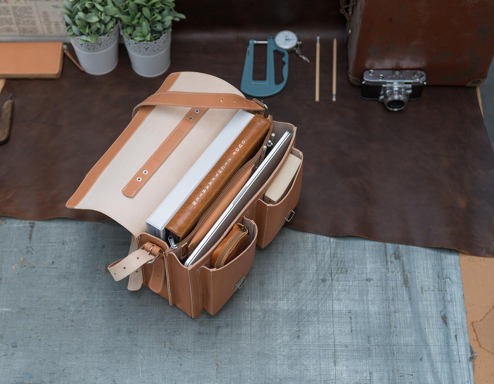 Ruitertassen Professor satchel in vegetable-tanned leather.